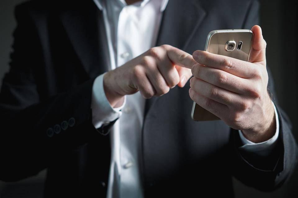 A某否認嫌疑稱:「的確收了錢,但沒有和妻子合謀」,但警方分析夫妻互傳的手機簡訊等,確認了共謀事實,所有的犯罪行為都被招供了。警方就針對他們調查事件經過,並將這起事件移送至檢察機關。