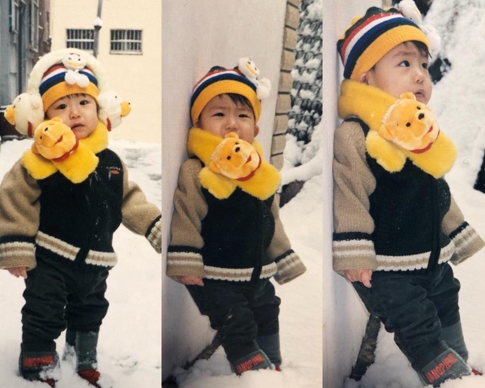 第二組則是雪地裡的小熊維尼代言人(?) 小臉蛋藏在圍巾裡的模樣也太可愛了吧~