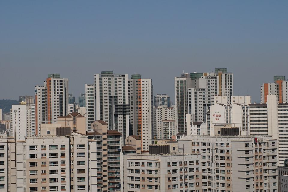 接著,朴市長為了解決房地產的問題,強調了公共租賃住宅的擴大。「現在房地產是問題,國家應該是集中於公共租賃住宅的時候」,接著又說:「這是利用年基金和1100兆韓元的流動資金擴大國家公立租賃住宅的好機會」,朴市長解釋:「歷屆政府對公共租賃住宅不感興趣,新加坡90%的住宅是公共租賃住宅,世界生活品質最高的奧地利維也納公共租賃住宅比率是70%,倫敦是30%,從總體來看,我們5%都不到」