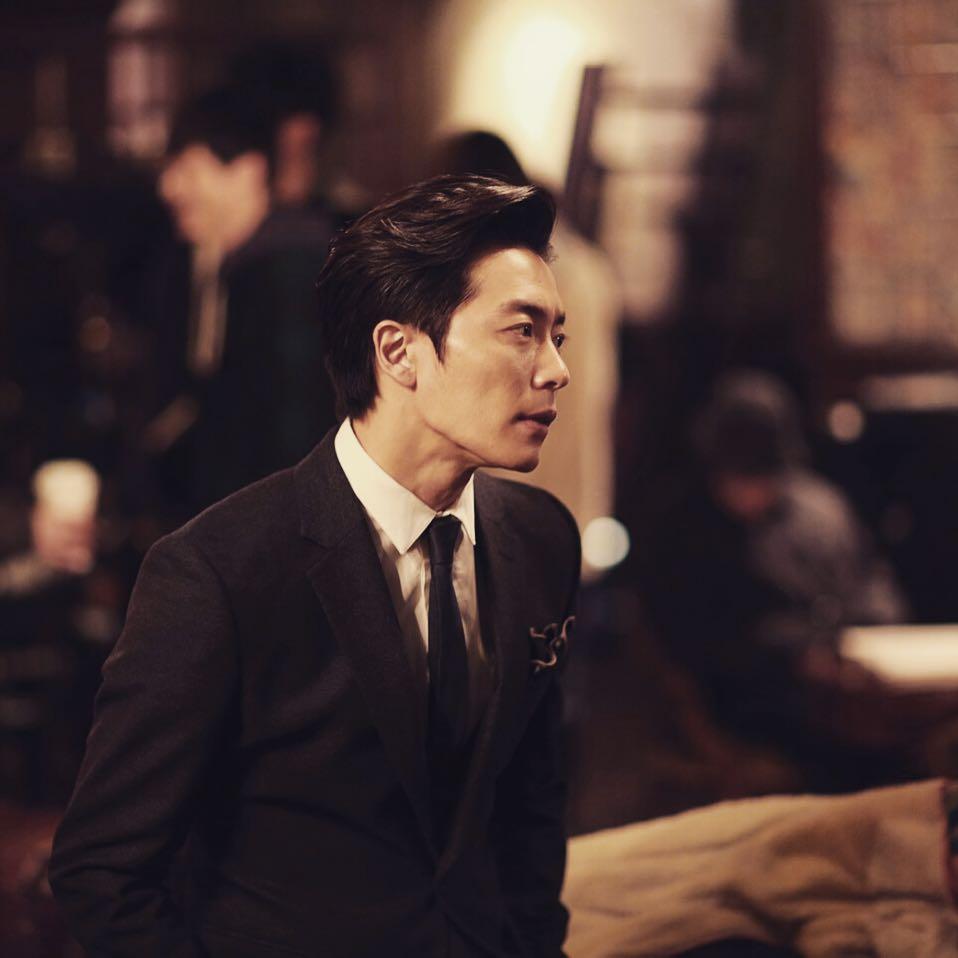 如果說到韓劇裡的殺人魔代表絕對少不了「金材昱」,《Voice》毛泰久渾身散發高冷美,一轉身變成眼神可怕的殺人魔,和上一部《愛情的溫度》癡情暖男完全是超大對比!