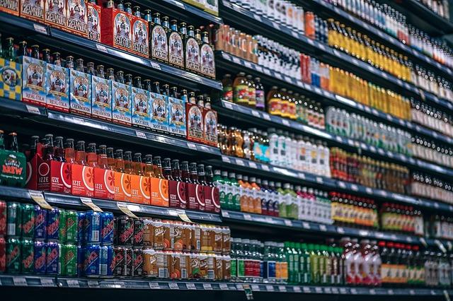 例如在澳洲,未滿10歲的學生所在的學校禁止販賣含有咖啡因的飲料;瑞典則是禁止將含咖啡因飲品販售給15歲以下青少年;在美國,禁止賣含高咖啡因的提神飲料給未成年人的法案已經提案;荷蘭、英國則是限制某些商家把提神飲料賣給兒童。