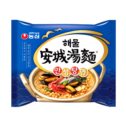 而這次經過35年誕生的新口味就是海鮮拉麵,包裝也換上藍色,說是吃下去能讓你感到身處海邊的感覺!