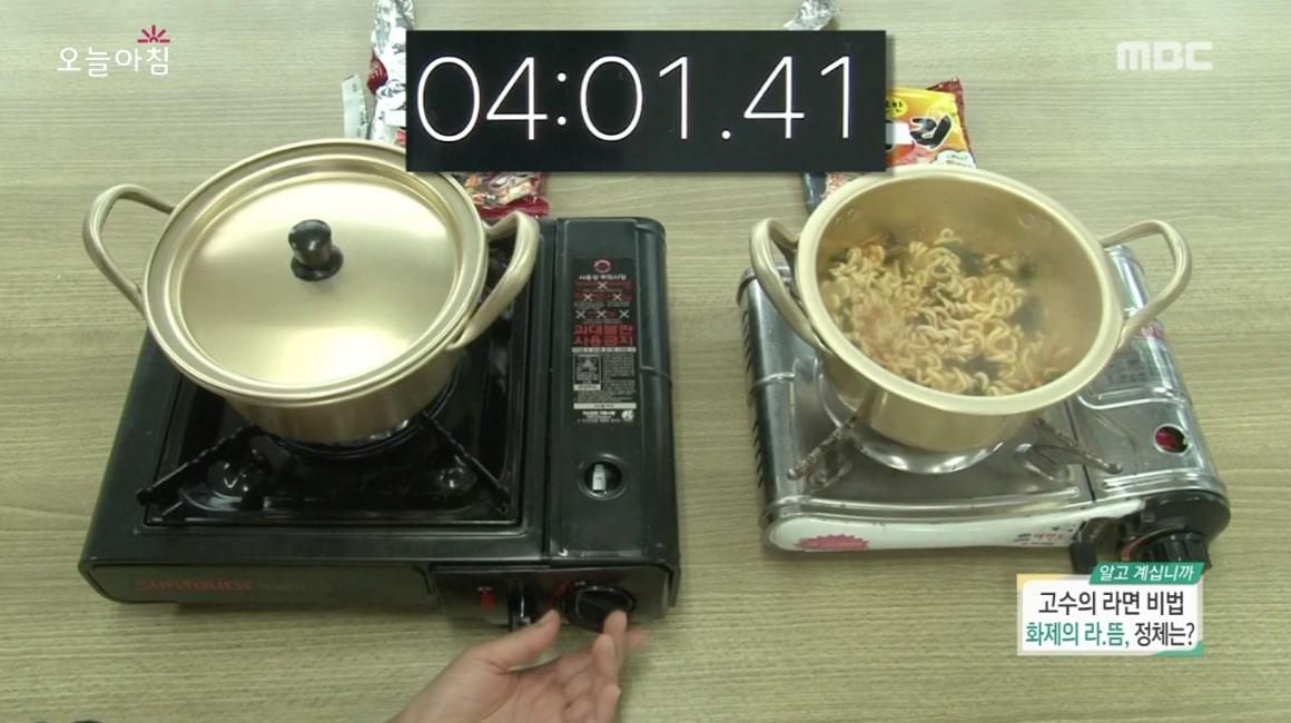 泡麵不僅在肚子餓的時候可以吃,更是嘴饞時的最佳選擇!有一種方法可以讓泡麵更加美味,MBC-TV於本月10日直播中公開了這個秘訣!