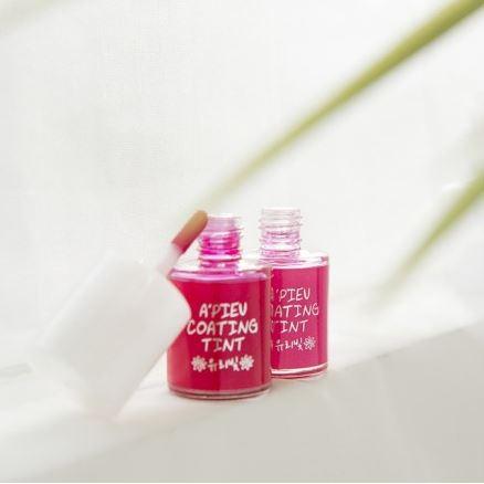 A'PIEU甜美糖衣染唇露 RD01 比起A'PIEU果汁系列染唇露,糖衣系列稍微顯色一些。