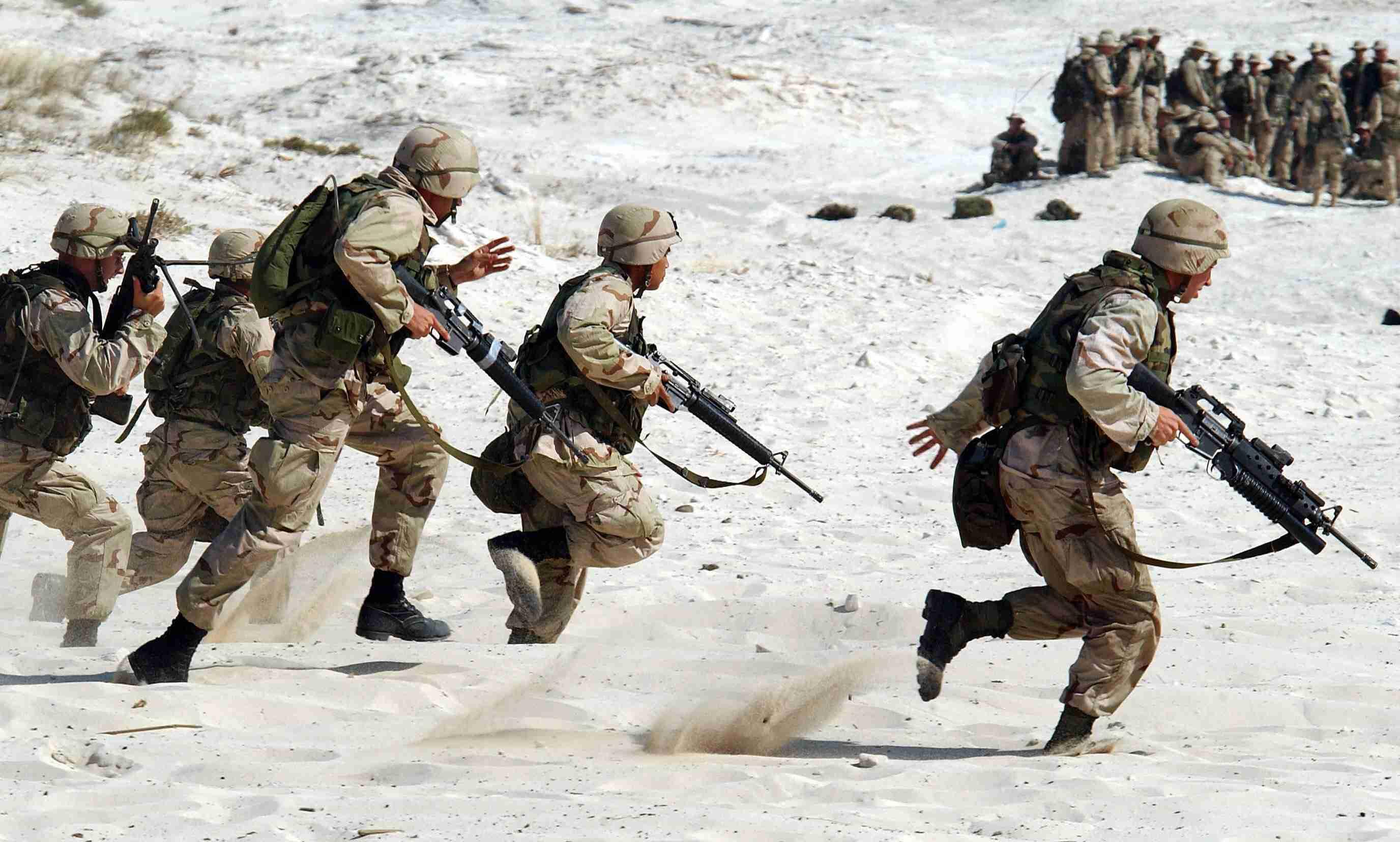 大家想像中的韓國軍人是不是都像韓劇中的軍人一樣帥,帥氣的把貝雷帽準確的戴在在眉毛上方1公分。但是帥氣的軍人在休假時就會很敏感XD韓國國防部調查過軍人休假時的地雷,聽到這幾句話原本的好心情就會馬上被破壞!