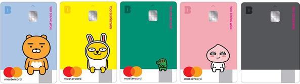本月23日Kakao Bank表示截至上個月月底,總共發出535萬張的簽帳卡。Kakao Bank簽帳卡於去年7月正式發行,去年8月底共發出232萬張,平均每個月發出25萬張簽證卡。但一年中僅使用一次的用戶竟佔高達64.3%。截至上個月底,男性用戶佔52%,女性用戶則佔48%。