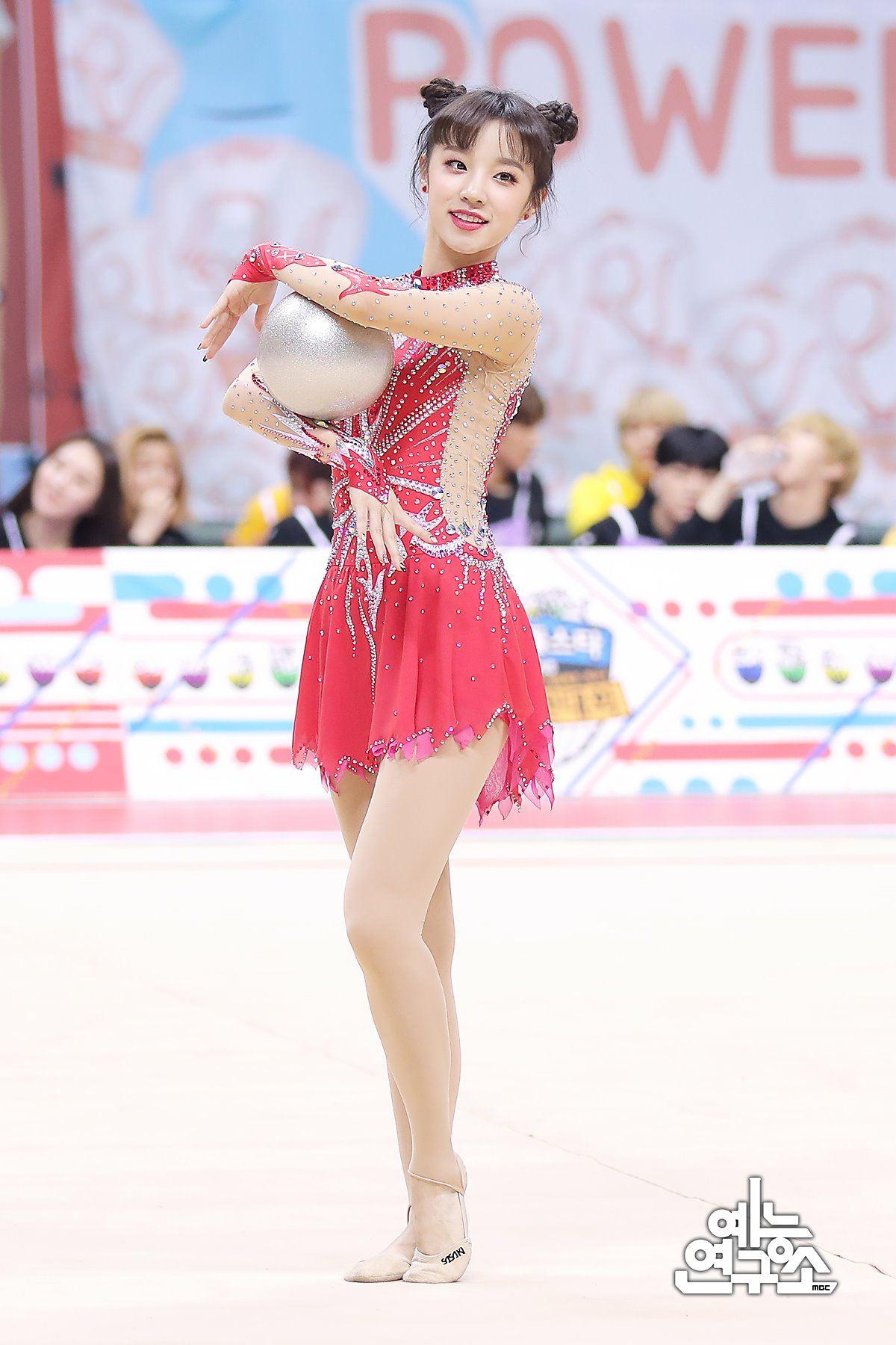 除了冠軍的Yukyung之外,(G)I-DLE的雨琦一出場就被稱讚非常可愛,打扮像娃娃一樣的,俏皮又有活力的演出真的非常符合雨琦給人的形象啊!!