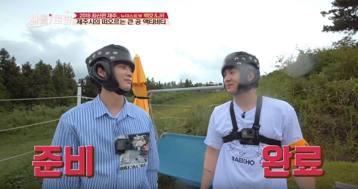 在22日播出的《戰鬥旅行》節目中,JR及白虎兩人挑戰了濟州的人氣活動項目「滾大球」,並且還打賭在過程中比賽塗口紅,輸的人要負責晚餐的支出。