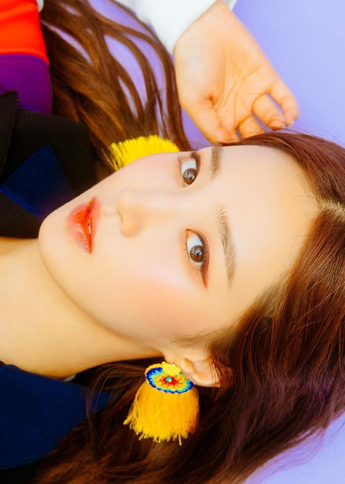 日前SM娛樂宣布,少女時代成員俞利要Solo出道!而這更她是出道12年後終於要發行首張個人專輯了,迷你新輯《The First Scene》將在10月4日正式發行,主打歌名稱為《빠져가(Into You)》。