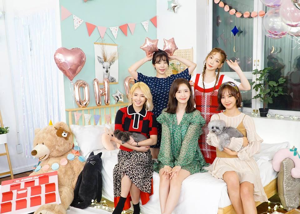 少女時代9月時推出新子團「少女時代-Oh!GG」,也是2015年後至今才推出的新團綜《少女森林》。 而沒有續約的成員們,Tiffany也預計在9月28日發行新單曲《Teach You》,忙內徐玄前陣子才結束了韓劇《時間》的拍攝,秀英也跟孝淵於前陣子公開了和Tiffany一起在拍攝現場,成員們各自的活動也都很精彩!