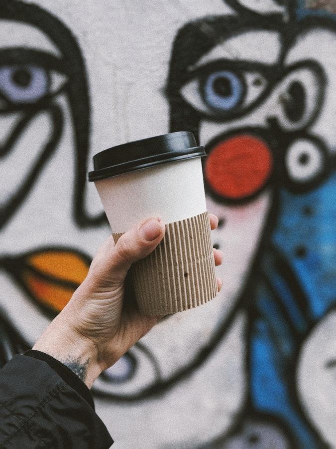 如果公共衛生間裡出現一個這樣咖啡杯,你是否會在意,或者是否會想到這可能是偷拍攝影機呢?