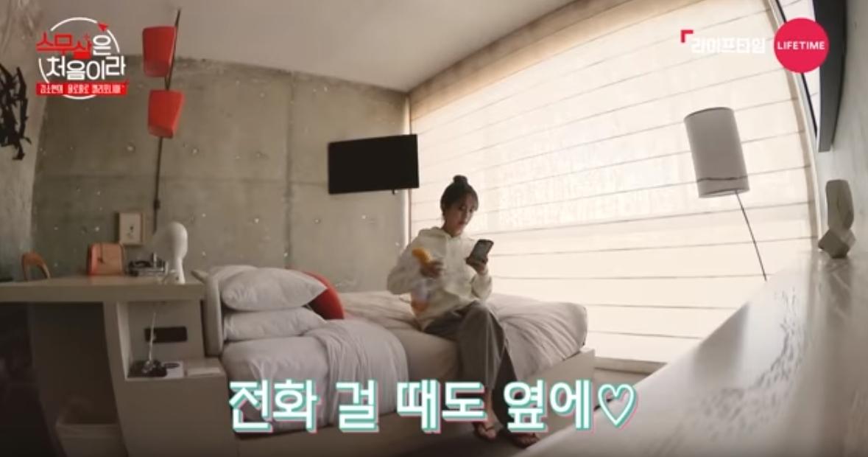 節目中也公開了她的閨房,清水模壁面加上極簡的擺置,看得出金所炫的品味不凡!