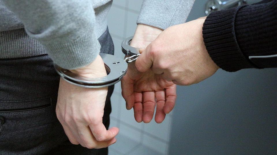 京畿道富川地區遠美警察局在26日將A男(59歲)以殺人未遂等嫌疑收押。