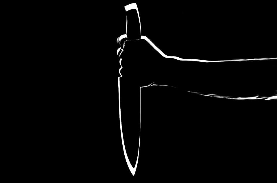 30多歲男子在中秋節拿凶器刺傷父親又重推奶奶,而被警察逮捕。