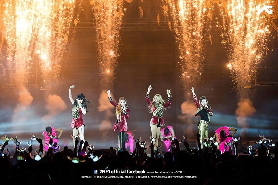 雖然2NE1四人現在都有自己的事業路在走,4人幾乎很難同時在同一個國家,但看到他們仍然不忘彼此的團魂,想必Black Jack也都感到欣慰其實2NE1沒有完全消失過...