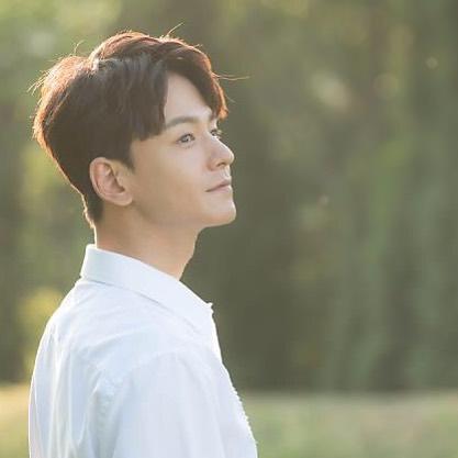 2.林周煥,186cm 出道前是模特兒的林周煥,雖然目前還沒有在韓劇擔任過第一男主角的位置,但在演員群裡總是很搶眼,不光是擁有清爽的外表,演技的快速轉換更是經典!