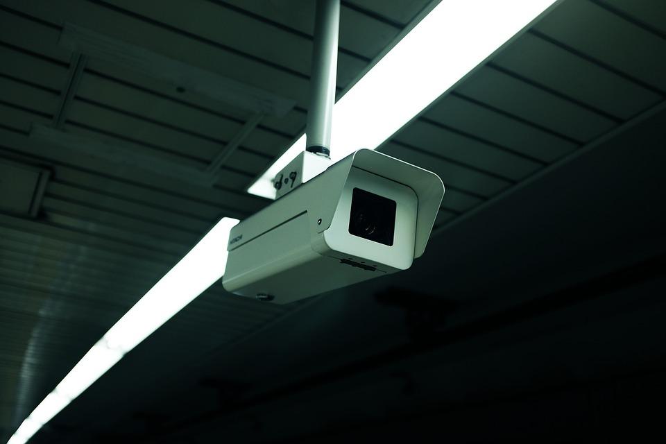 警方表示:「捕捉到了A某等人在建築物監控錄像中與B某發生爭執的畫面。大部分都是B某單方面挨打。」