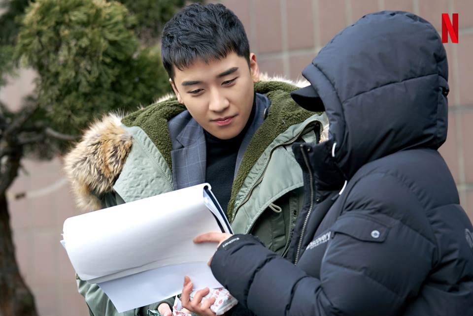 勝利曾表示,沒和哥哥們一起入伍是因為想縮短BIGBANG的空白期,不想讓粉絲們感受到他們不在的空缺。
