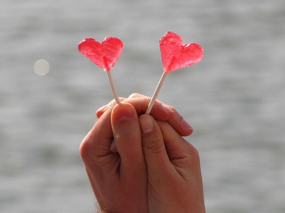 7. 在一起時不管做什麼都很自在的人 有句話說「不管去哪裡,跟誰在一起才是最重要」。就算見面時什麼都不做,就只是兩人在一起,這本身就讓人感到幸福。和這樣的人在一起每天都會很快樂、很舒服的。