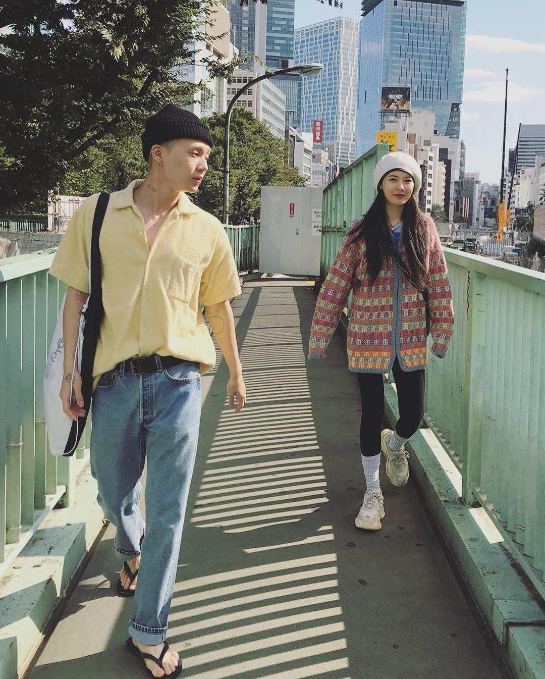 在今天(10日)稍早,泫雅突然更新自己的IG,除了自己的照片之外,也上傳了與男友E'dawn的合照高調放閃,而兩人目前正在日本旅遊