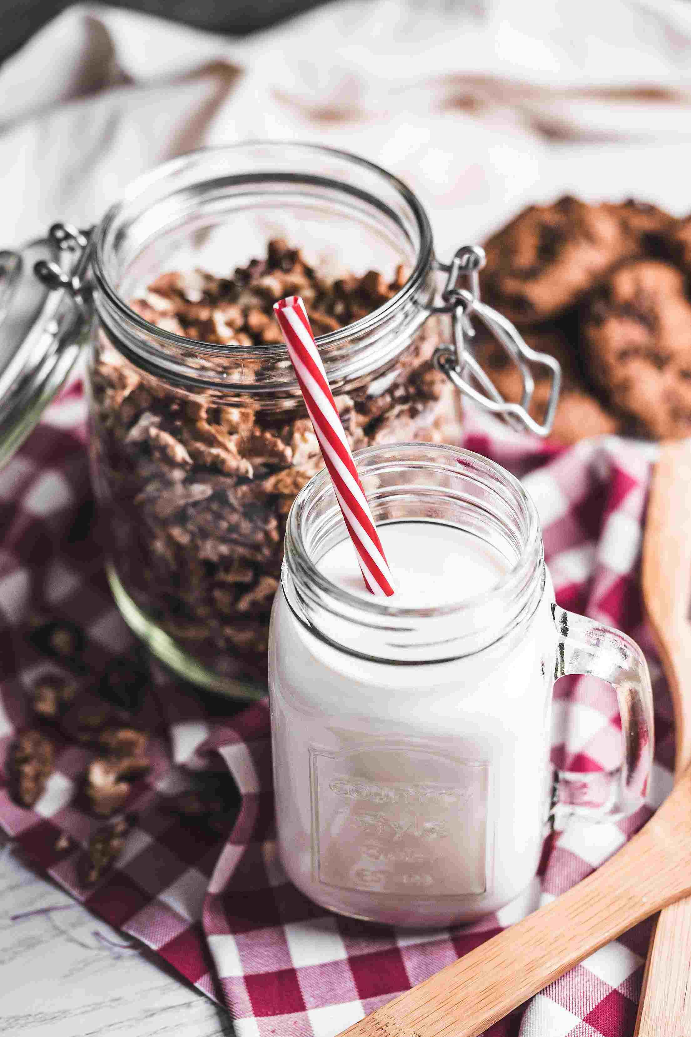 1. 巧克力牛奶 想不到吧!巧克力牛奶可以分解酒精, 不管是喝酒前還是喝酒後都有用喔!