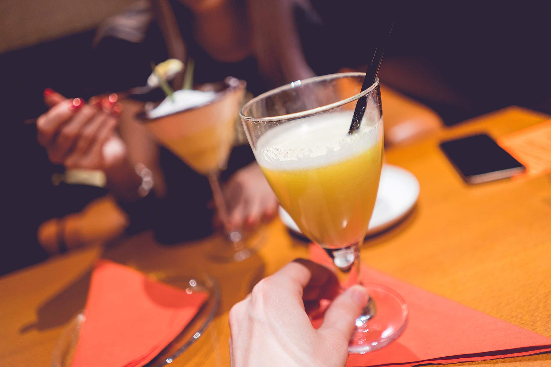 以後大家記得喝酒前、喝酒後都可以先吃吃以上4款食物,再跟韓國人尬啊!(飲酒過量、小心傷身)