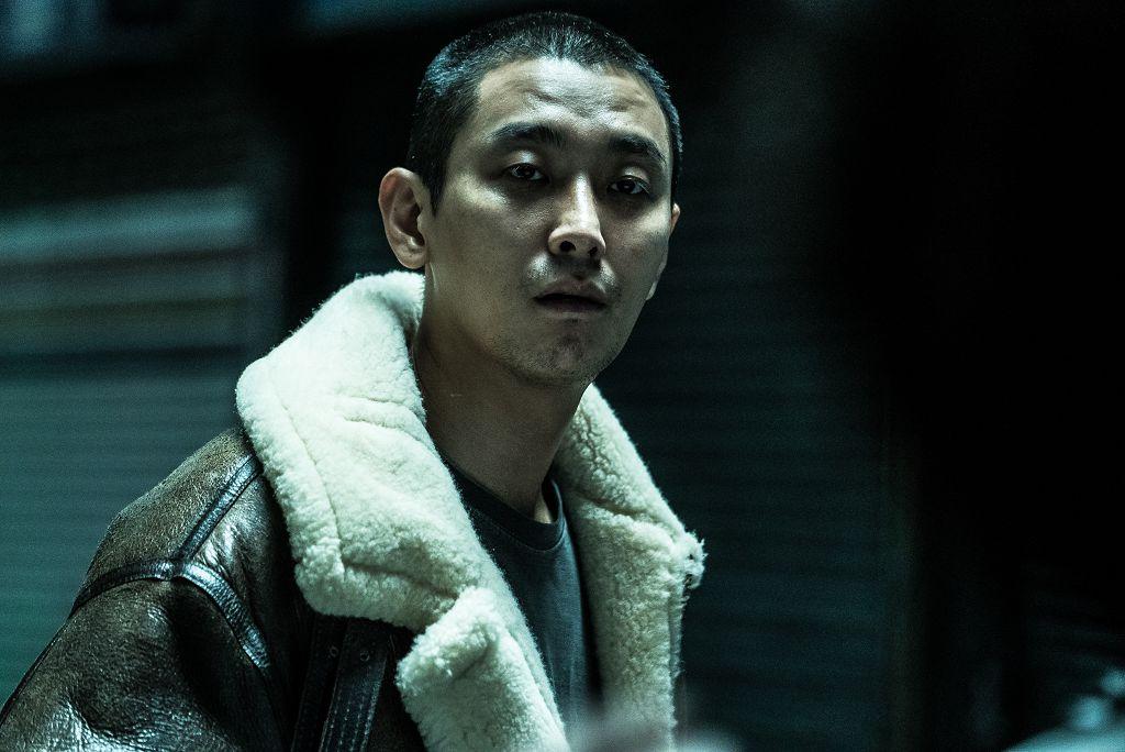 2018可以說是朱智勛年,一連拍了4部電影作品,為了《七罪追緝令》剃成平頭,挑戰個性狂妄的殺人魔,韓國網友看完後紛紛評價「朱智勛演技太好了,看的時候很想打他一架!」