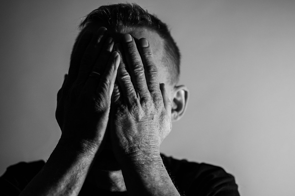 「高陽油庫火災」的嫌疑人A男(27歲,斯里蘭卡)在10日時從拘留所一被釋放就在採訪團前不停點頭道謝。因縱火嫌疑被緊急逮捕的A男被拘留了足足48小時,而這天下午4點30分從京畿道一山東部警察局的拘留所被釋放。