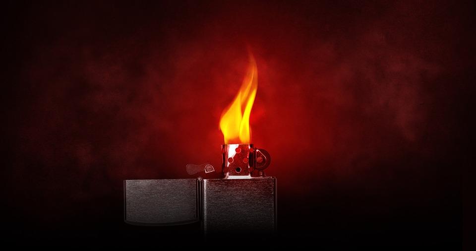 7日根據消防局的說法,這天下午5點半左右,A女(45歲)在首爾九老區高尺洞的一棟公寓廁所內抽菸時點燃打火機,卻不小心燒到自己的上衣。