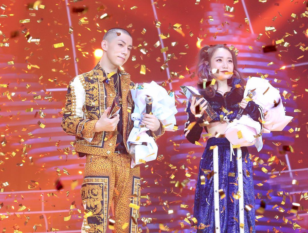 雖然CASPER在韓國出道並沒有受到很多關注,參加選秀節目也沒能如願再出道,但是回到中國後CASPER反而發揮了自己在舞台上的潛力,讓更多人看到自己,真的是太恭喜CASPER了阿!