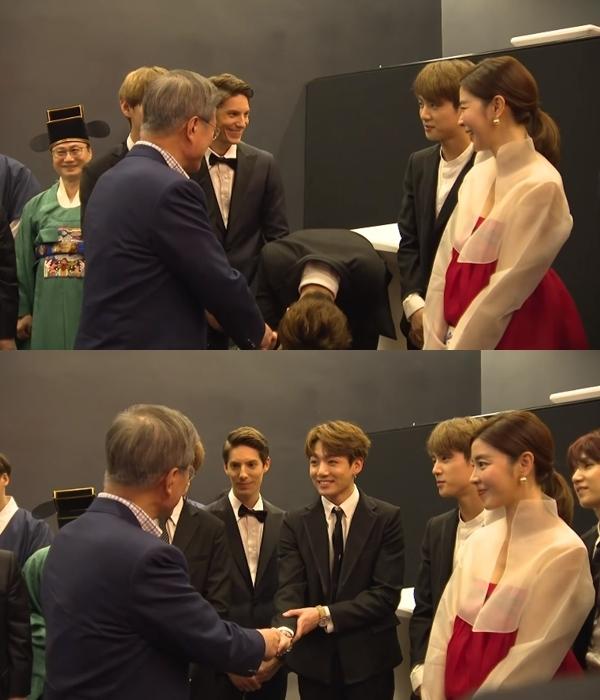活動當天南韓總統文在寅也有出席,防彈少年團全體成員就和總統一一握手、問候,在一旁等著總統的柾國,輪到他的時候,馬上「大鞠躬」!完全感受的到柾國的飯心啊XD