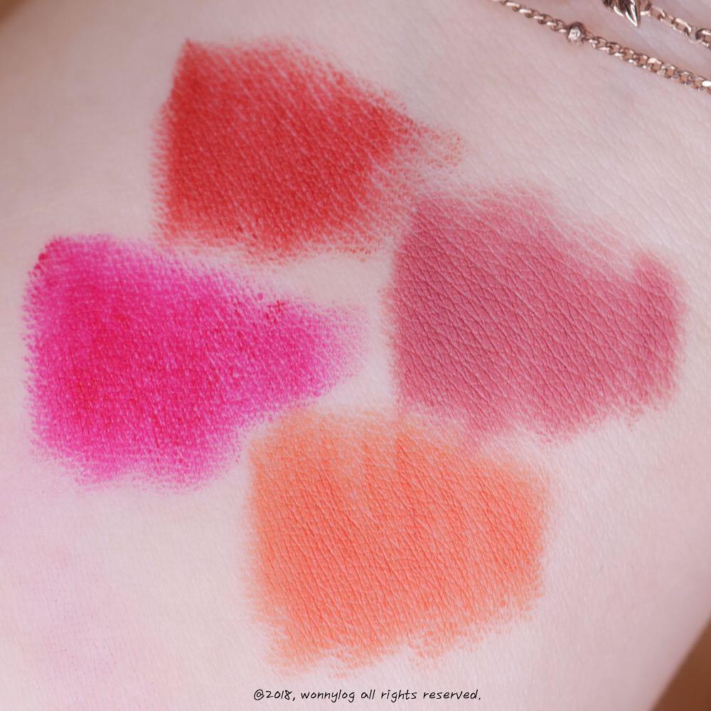 四個顏色都是全霧面的質地,雖然顏色選項不多,但是四個色系都差滿大的,因此不太容易會有選擇困難症,喜歡粉色系的就一定會挑乾燥玫瑰色,橘色系當然就挑橘色款囉!