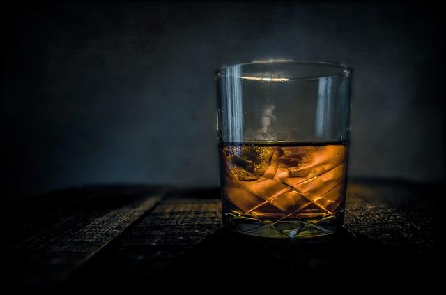 根據調查結果,肇事司機當晚喝了兩瓶伏特加和威士忌,血液中的酒精含量高達0.181%,處於爛醉狀態!