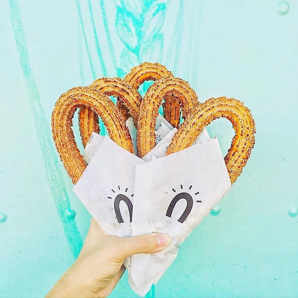 3.Street Churros。喜歡吃吉拿棒的你絕對不能錯過韓國知名吉拿棒連鎖店-Street Churros!外酥內軟、溫溫熱熱的吉拿棒配上糖粉與肉桂粉就是人間極品啊~