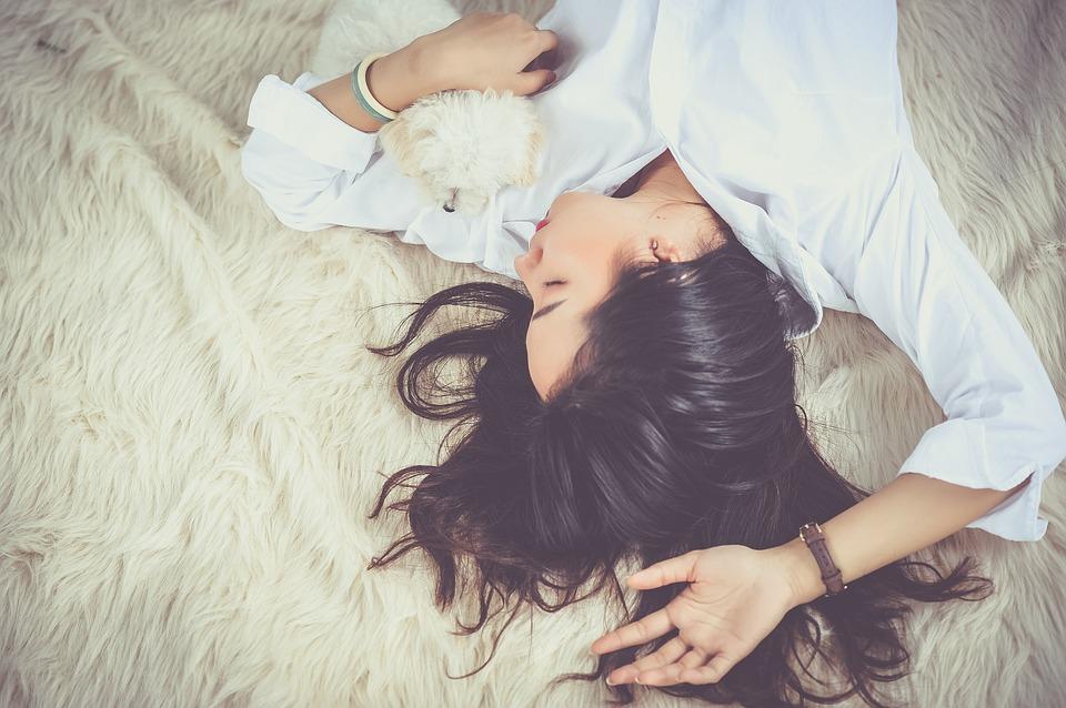 身理心理「得」紓壓:無論身體或心理的壓力都容易讓人「積勞成疾」,透過適當運動、充分休息不熬夜,讓身體自然回到平衡狀態,有助緩解過敏症狀。