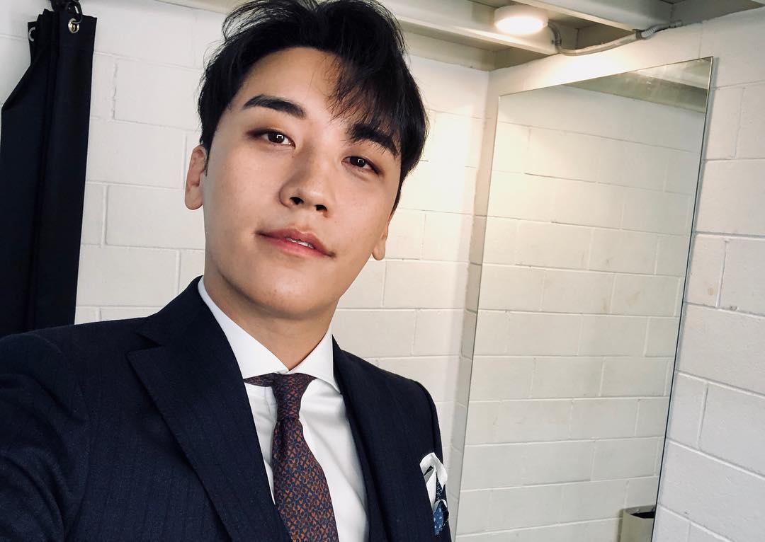 BIGBANG勝利繼6月被爆出有圈外女友之後,事隔四個月在網路上再次爆出他有一位「超正模特」女友,而且兩人似乎都是一起出國。