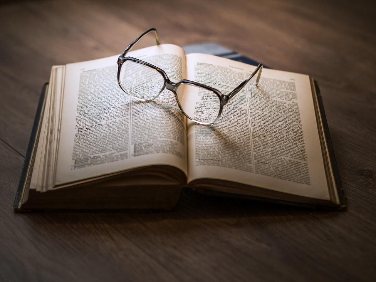 5. 把自己當做人生的教科書 但根本看錯科目 很多人會不斷以自己的經驗去建議其他人 你經歷過的每個場面,好像他都比你了解一樣 但A情境和B情境完全就是不一樣的啊!