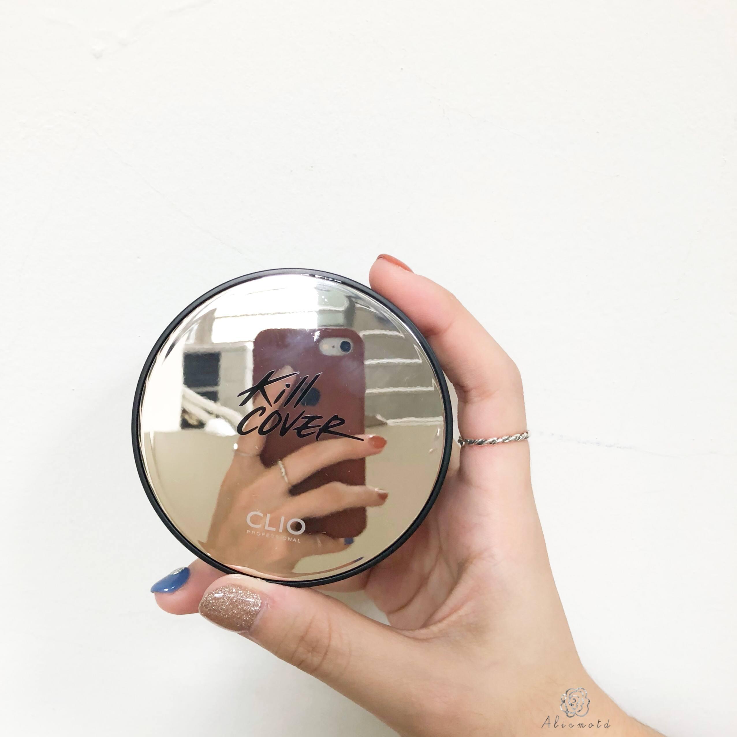 近期的開架底妝也是一個比一個厲害,CLIO今年新推出的新版KILL COVER「光感無瑕氣墊粉餅 柔霧版」,這款主打的是霧面無瑕肌,同時依然兼顧保濕,乾肌如我居然對它心花怒放到不行!