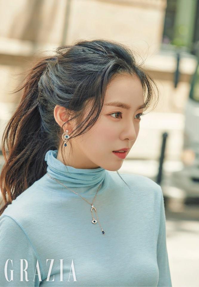 而Red Velvet的大姊Irene絕對是女偶像中公認的「臉蛋天才」之一,身為大勢女團的隊長,Irene也保有一顆善良的心,「人美心也美」用來形容Irene真的再適合不過了!難怪除了粉絲之外,還能獲得偶像們的青睞阿~
