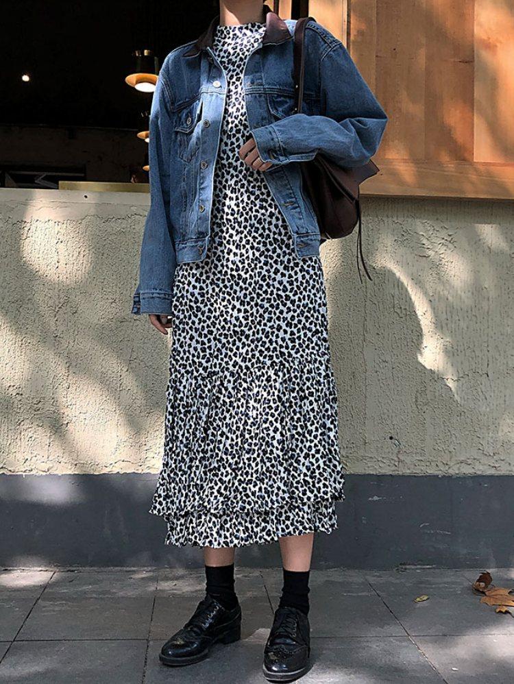 「YUQISTUDIO:yuqi复古豹纹连衣裙女秋装2018新款长袖裙子欧美宽松气质过膝长裙」 遊走在韓國街頭就會發現,今年必備的就是豹紋單品啦!但是年輕女孩要是穿上太明顯的豹紋款式反而會顯得有失氣質,害怕自己無法駕馭的女生,不如挑選這種特殊豹紋材質的長裙,穿起來搭配一件牛仔外套就很好看啦!
