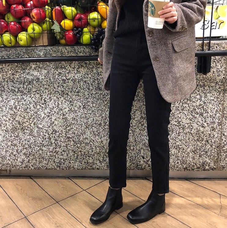 「elina sea最小的海:小海自制 2018秋冬季基础百搭黑色修身牛仔裤九分裤女」 下身部分除了半身長裙、寬褲流行之外,修身款的造型當然也是很紅且必入手的單品,因為種褲子最能夠修飾腿型,黑色的修身長褲甚至能夠讓肥腿立刻變瘦腿呢!