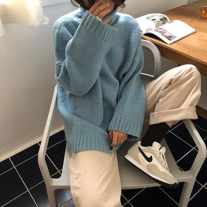 「Lonslan Shop:2018新款自制冬装厚款保暖显脸小高领杂色毛衣」 摩登少女早就已經準備好要入手超~~多件毛衣,但是選擇小高領才是最佳選擇啊!畢竟冬天冷的時候利用小高領毛衣就能夠取代圍巾,甚至還能夠修飾臉型,就算再冷也不怕~這款藍色的毛衣整體質感看起來非常好,寬鬆的樣式也能夠單穿喔!