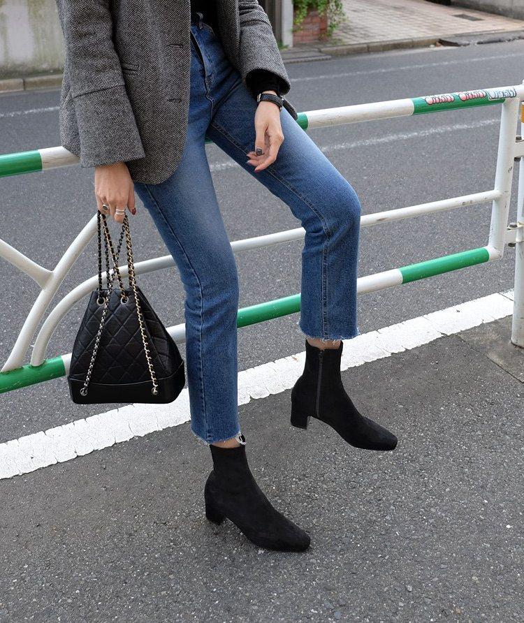 「彩姿妮 定制女鞋:马丁靴女2018秋冬季新款百搭中跟短靴方头粗跟袜靴高跟弹力裸靴子」 踝靴絕對要有一雙!看起來歐膩感滿分,配上褲子又變得很帥氣,跟高的位置選擇5公分左右的穿起來也不會不舒服,這雙價格合理而且穿起來也挺舒適的,摩登少女已經買一雙在家放著啦~