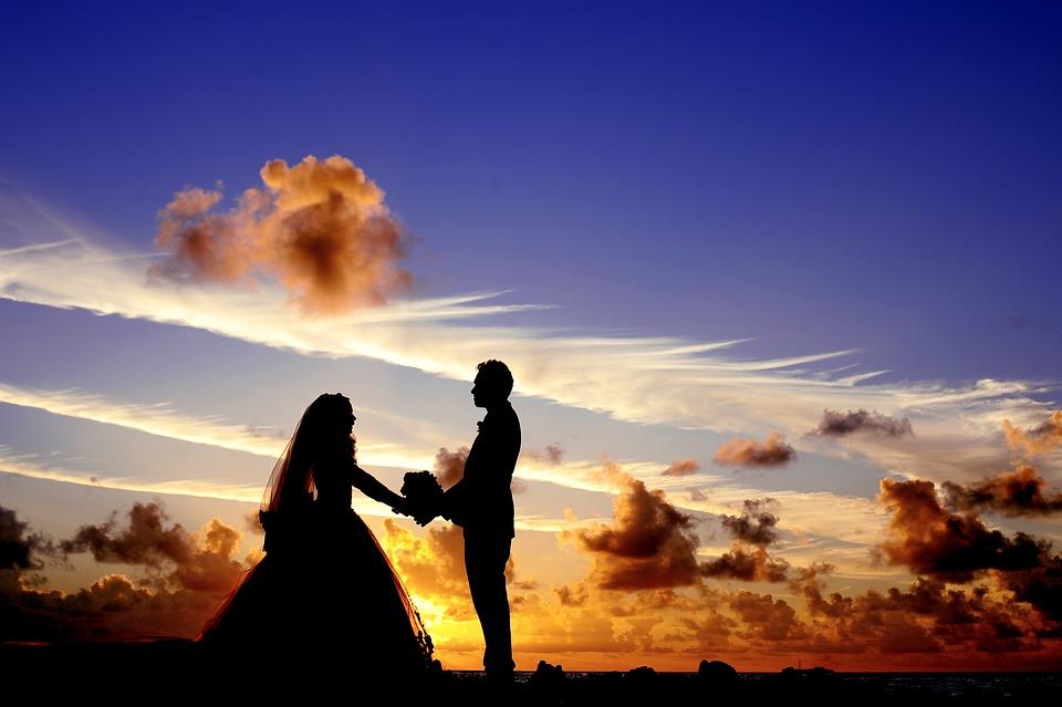 """吵架中 """"如何化解""""的過程很重要, 在這過程順利解決的情侶,一起共度此生也不成問題。 換句話說在爭吵過程中相互了解的情侶,也算是在孕育永恆愛情。 因此,別再擔心了,相信你或妳的另一半能夠克服的! 翻譯自insight"""