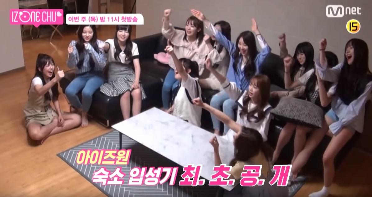 日前出道實境秀《IZ*ONE CHU》於Mnet正式播出,首集節目中包含了概念照拍攝、宿舍生活等等,播出後引起大眾高度討論的則是成員們接二連三互相「爆料」的片段!
