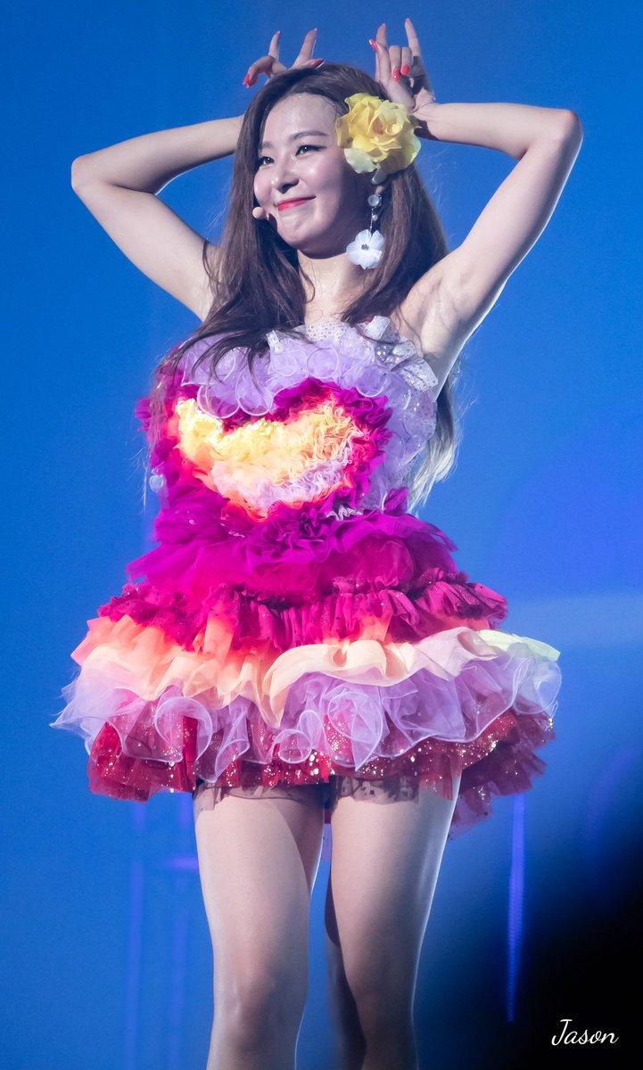 除了之前IRENE、Joy裙子的長度讓粉絲相當不滿之外,就連演唱會服裝也被網友嫌到爆,還有韓國網友表示這套服裝和「洗碗布」非常相似!