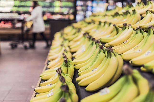 要想抑制這種現象,就需要攝取能產生血清素的「色氨酸」,色氨酸沒辦法由人體內自行製造,需透過食用香蕉、起司、雞蛋、海鮮及肉類來攝取。