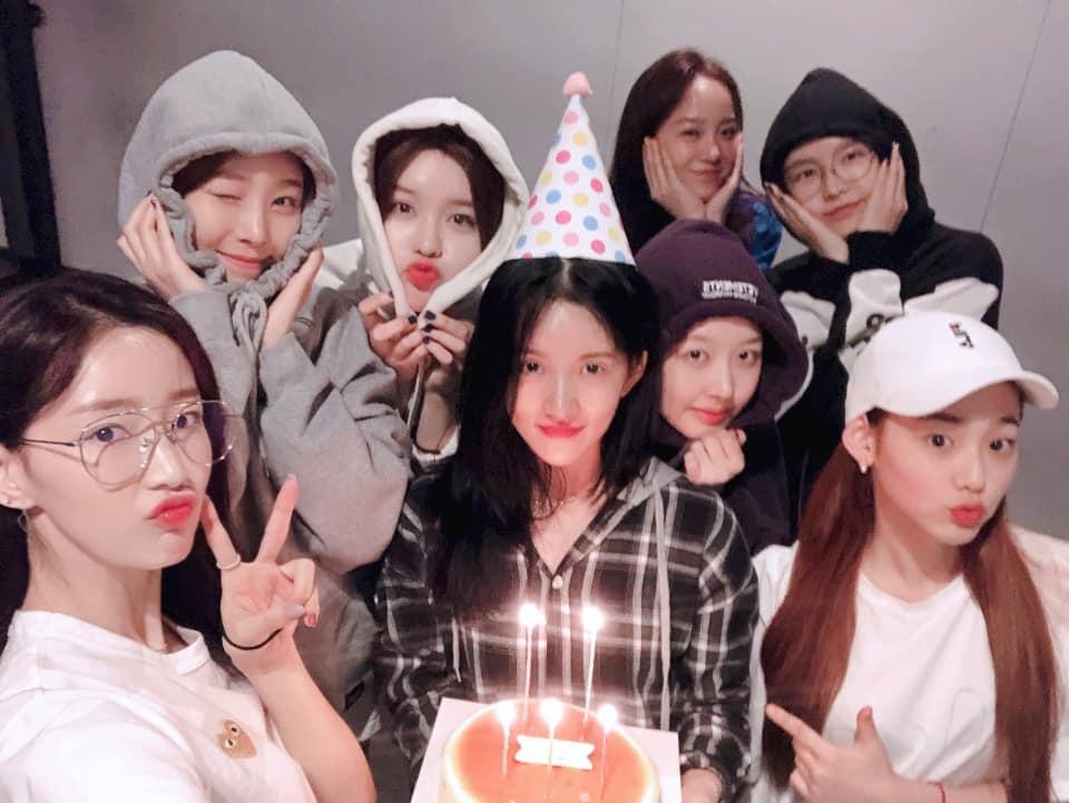 3. gugudan  團員人數:9名 -> 8名 gugudan的韓文意思為九九乘法表,寓意為有著九種不同魅力的九位少女們所組成的劇團。