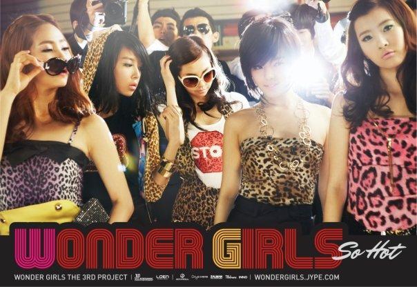 #Wonder girls- 《So Hot》 2008年底發行的《So Hot》,琅琅上口的「自誇式」歌詞和舞蹈,引起了大大的流行~~直到現在仍然常常在各大歌謠大戰和特別舞台看到後輩們翻唱這首歌~