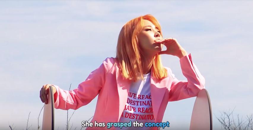 在今年6月與Seulgi的合作曲《SELFISH》的MV拍攝中也不忘展現她獨特的POSE~與生俱來的帥氣(自我陶醉中)